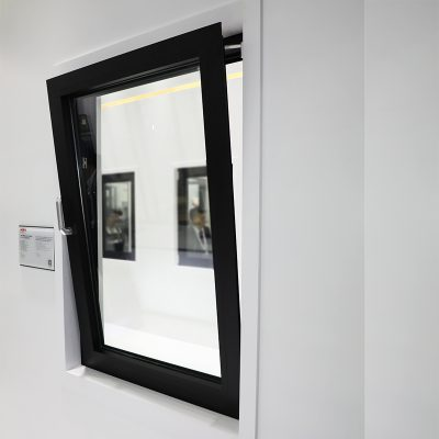cửa sổ quay hất
